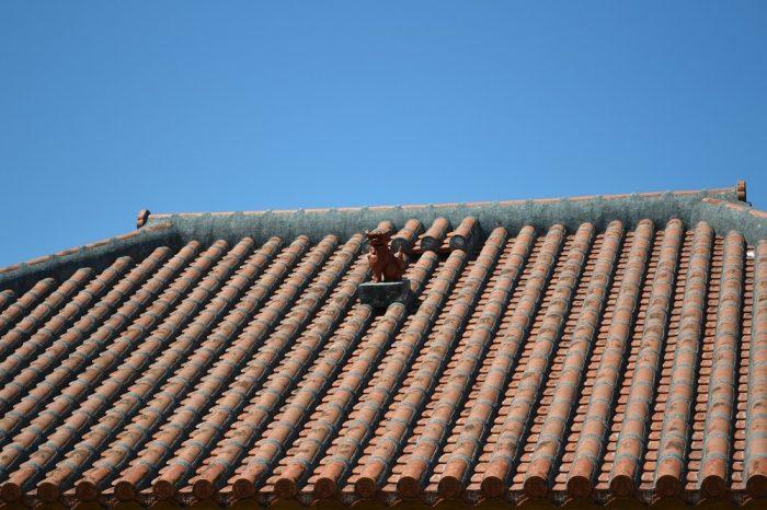 沖縄民家のシーサーの写真