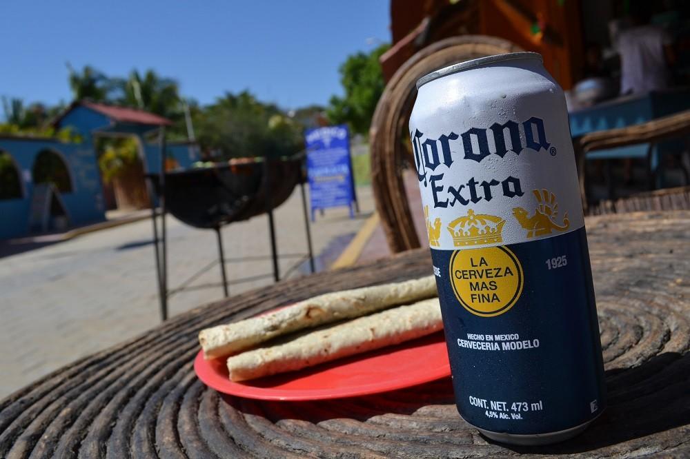 メキシコ・シポリテでケサリージャとコロナで乾杯の写真