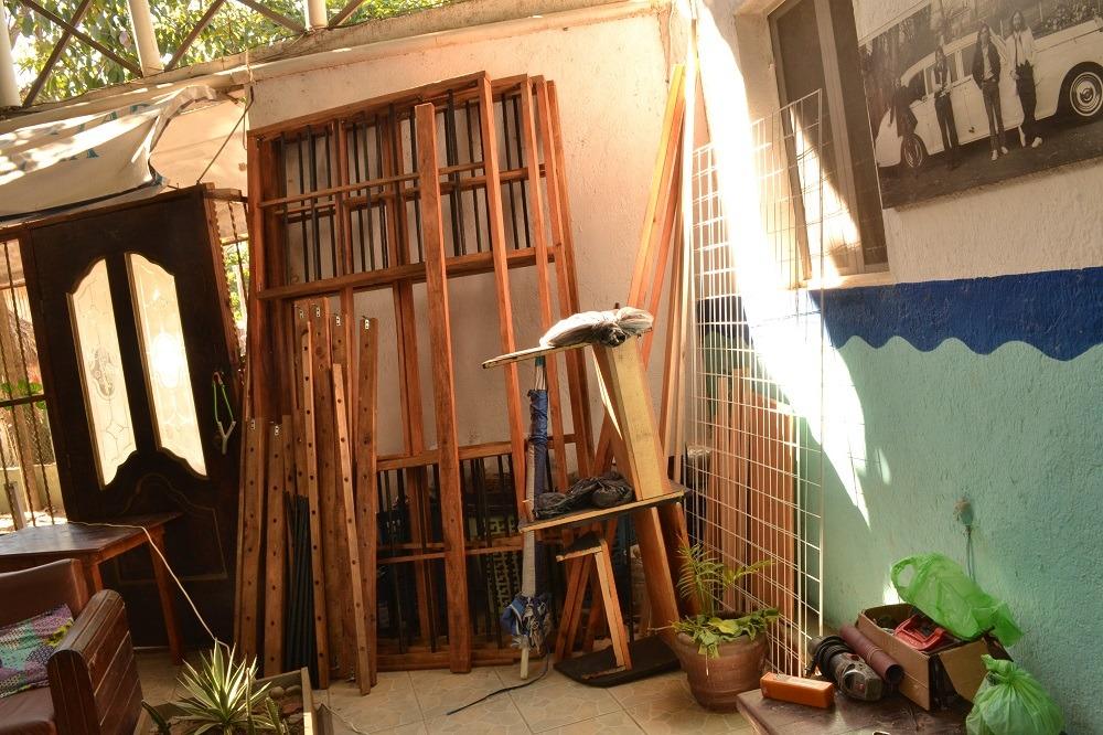 シポリテのオススメの宿のカフェ用木材の写真