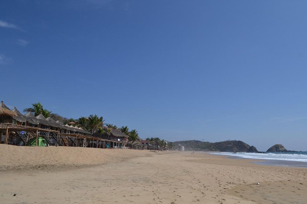メキシコ・シポリテのビーチと安宿の写真