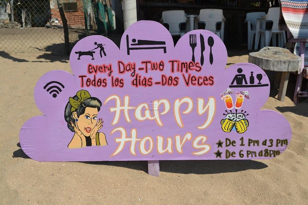 メキシコ・シポリテのオススメのハンバーガー屋(ハッピーアワーの看板)の写真