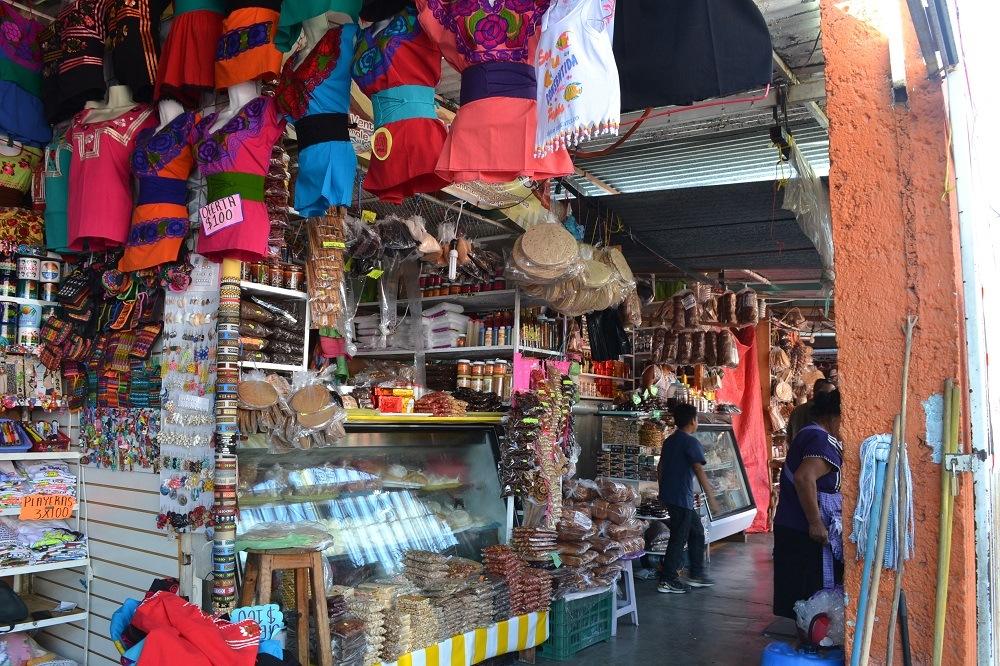 メキシコ・ウアトゥルコのメルカド内の写真