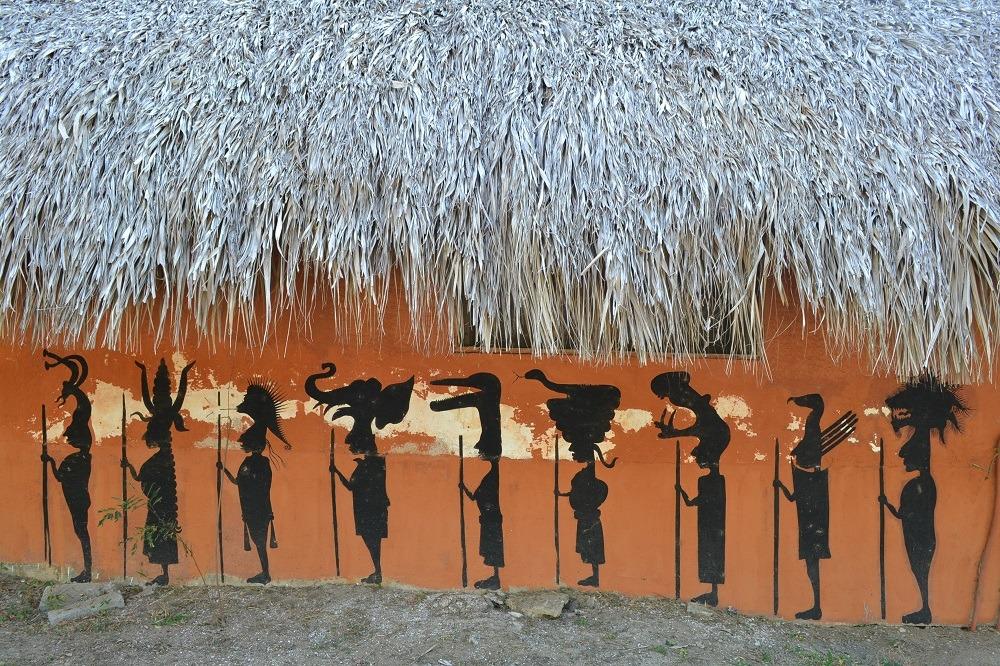 メキシコ・シポリテの福祉施設(インディアンの絵)の写真