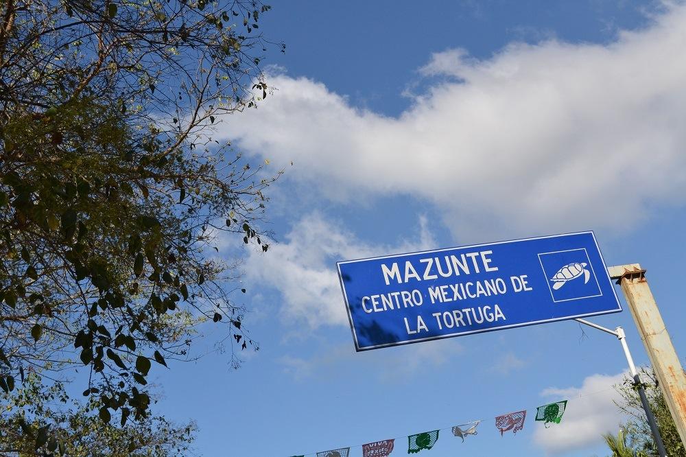 メキシコ・シポリテとマスンテの看板の写真