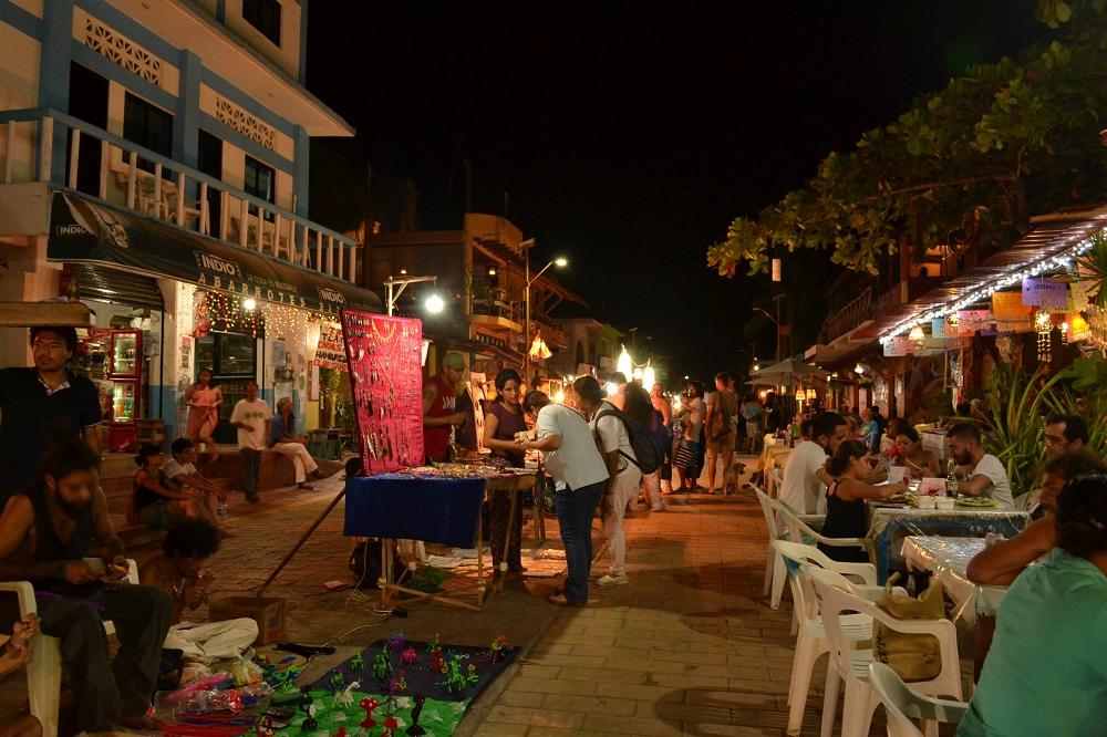 メキシコ・シポリテの路上マーケットの写真