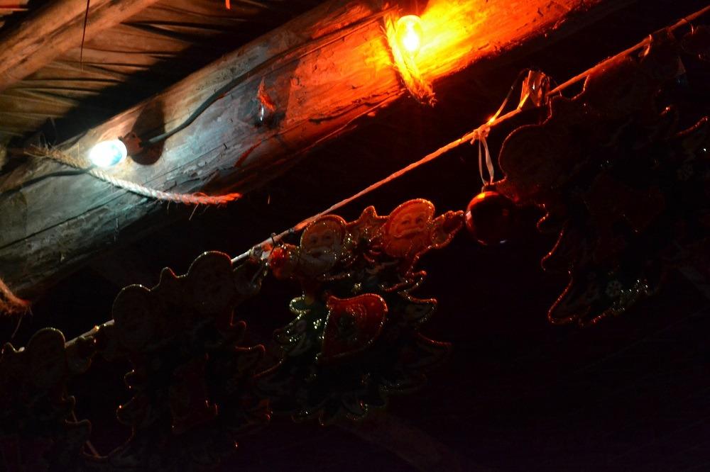メキシコのクリスマス飾り(ライトとサンタの飾り)の写真