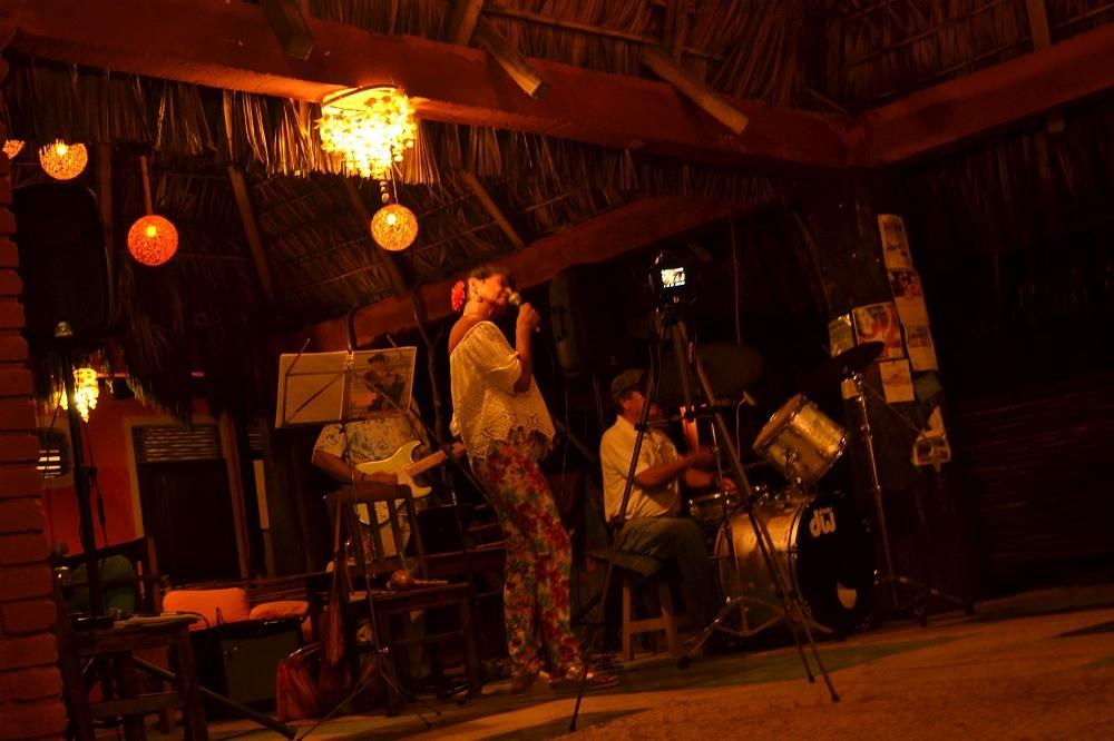 メキシコ・シポリテのジャズライブの写真