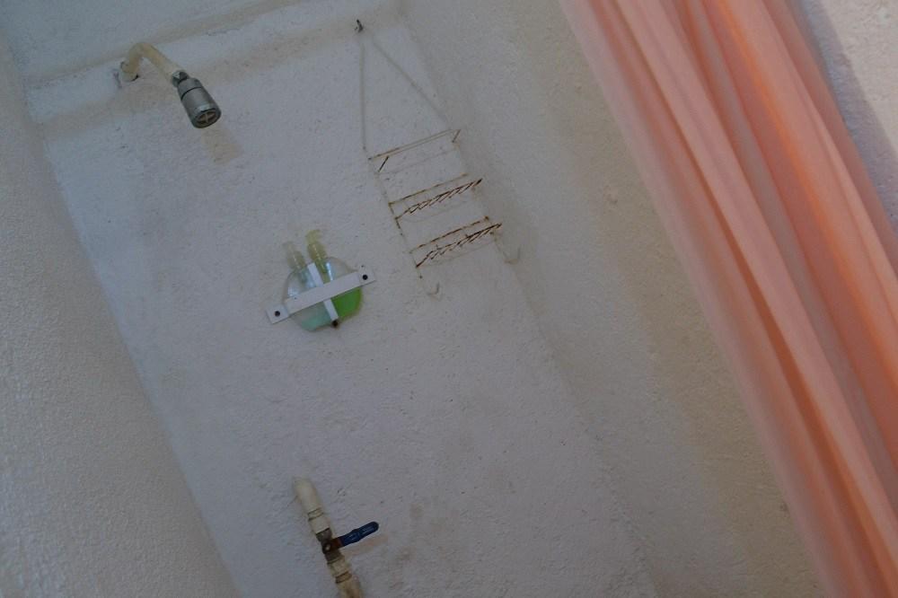 シポリテの安宿Hotel Hostsl Teresaのシャワーの写真