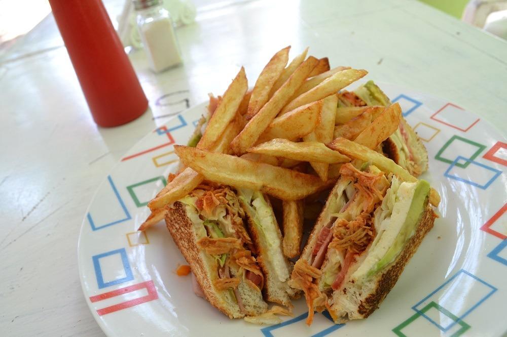 メキシコ・シポリテの軽食屋のサンドイッチの写真