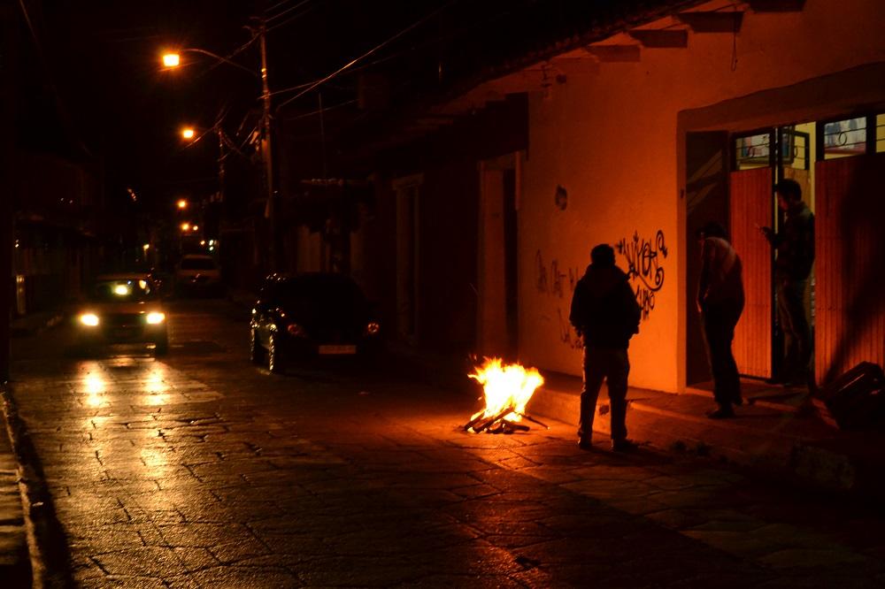 メキシコの大晦日(民家の焚火)の写真
