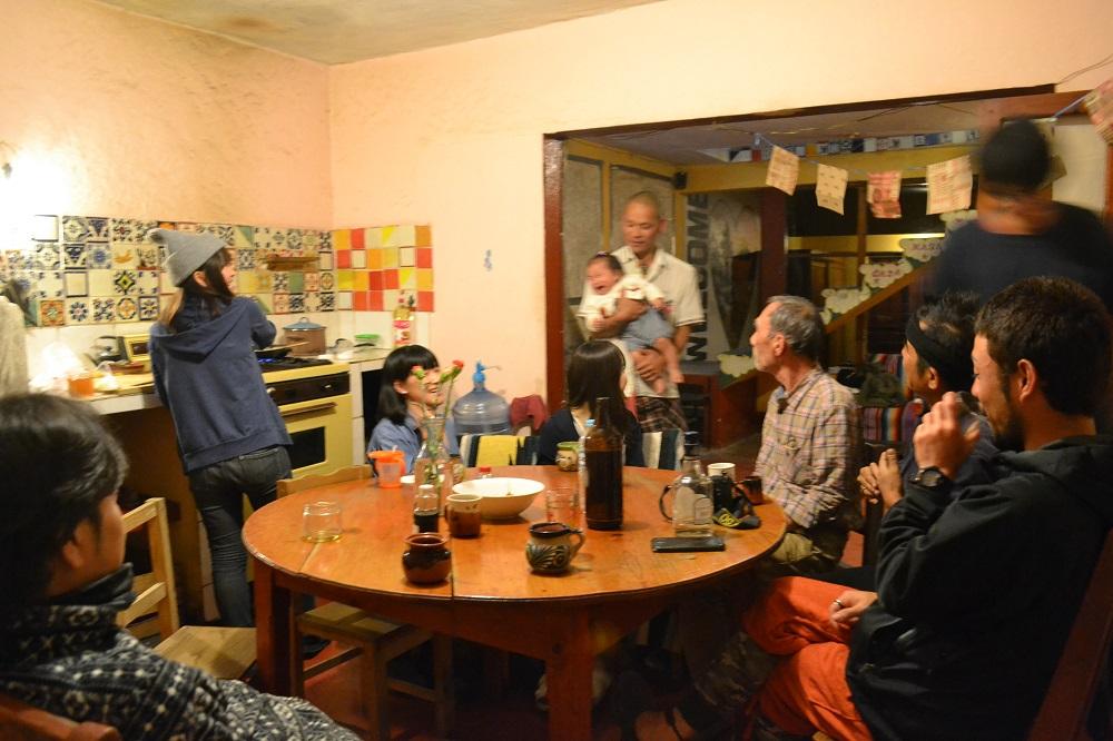 メキシコ・サンクリストバルの日本人宿カサカサ(ダイニング団欒)の写真