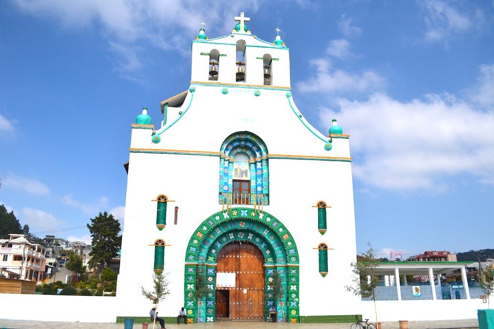 メキシコ・チアパス州サンフアンチャムラ教会の写真