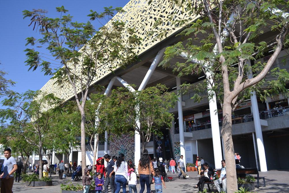 メキシコ・グアダラハラの巨大食堂の写真