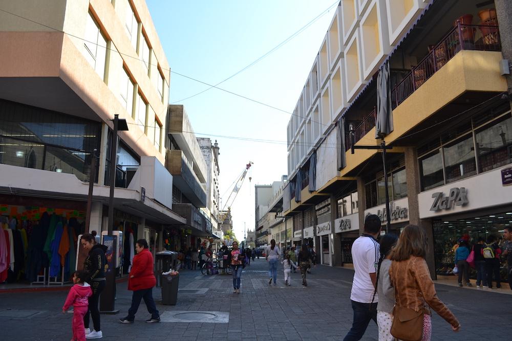 メキシコ・グアダラハラの商店街の写真