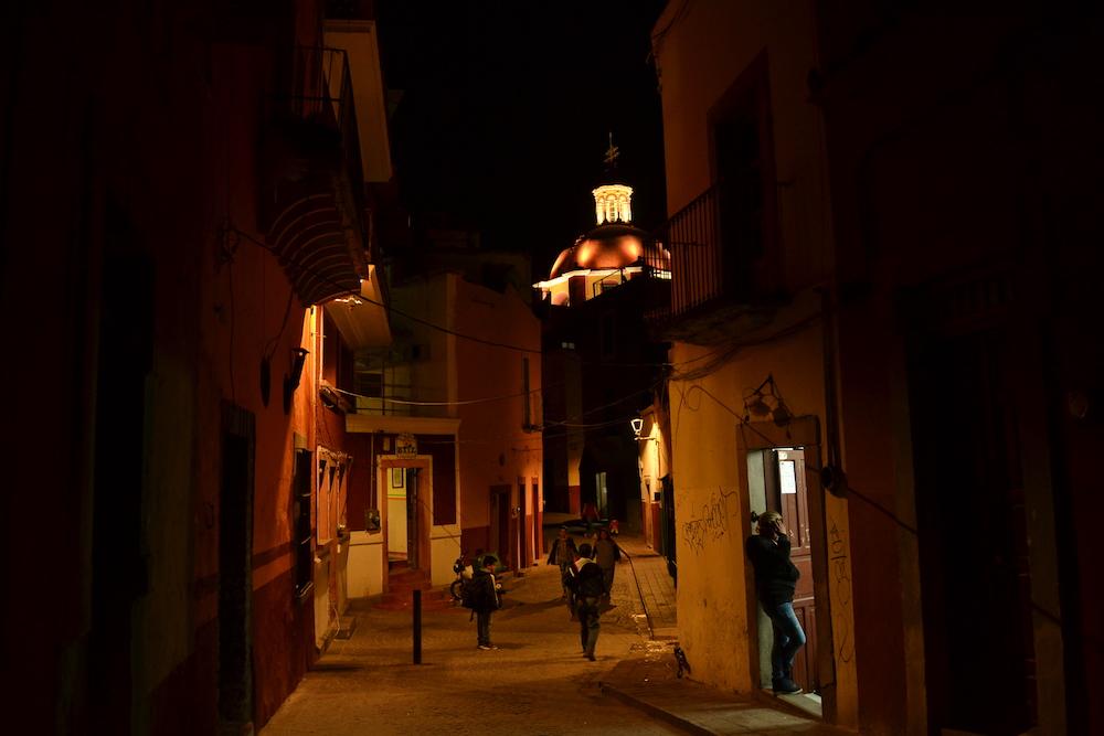 メキシコ・グアナファトの夜景(道と教会)2の写真