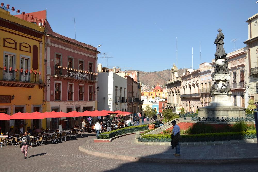 メキシコ・グアナフアトの町並み(広場)の写真