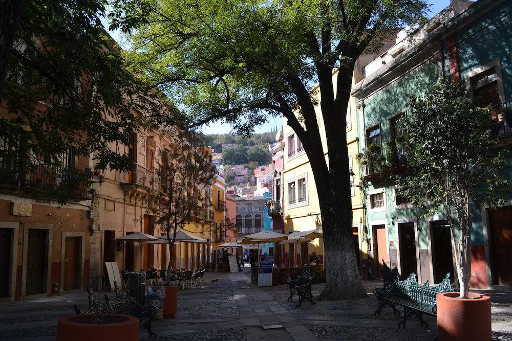 メキシコ・グアナフアトの町並み(カフェレストラン)の写真