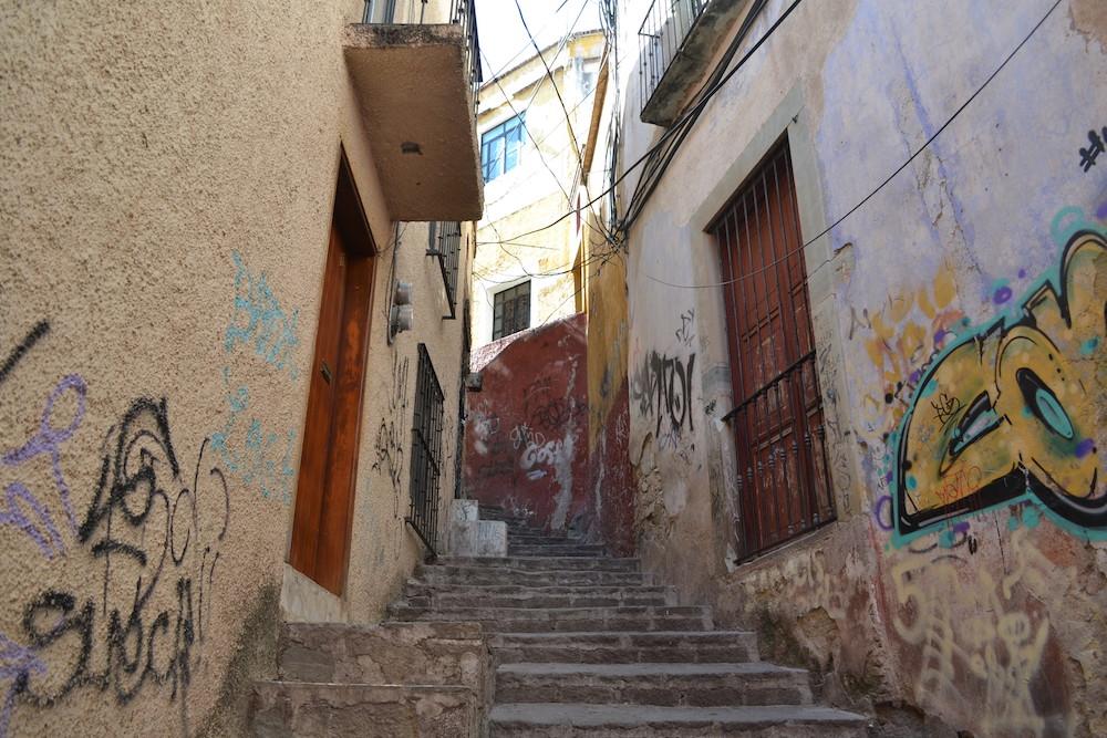 メキシコ・グアナフアトの住宅地(落書き)の写真