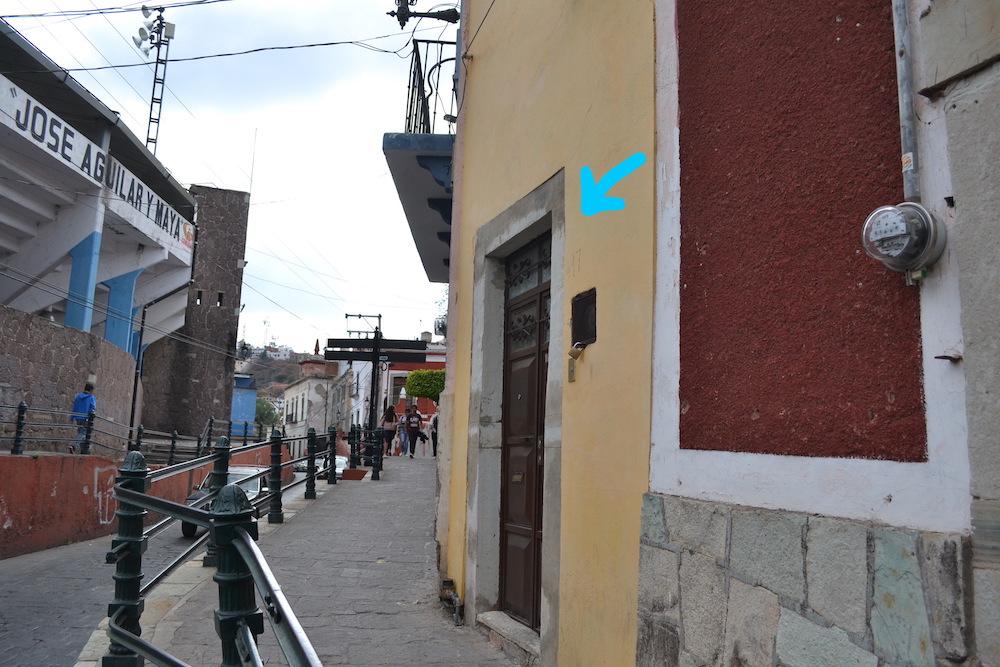 メキシコ・グアナフアトの宿入り口の写真