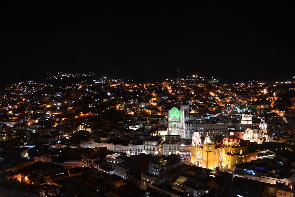 メキシコ・グアナファトの夜景(展望台からの教会)の写真