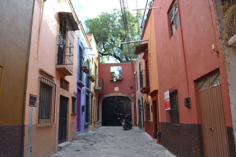 メキシコ・サンミゲルの町並み(袋小路)の写真