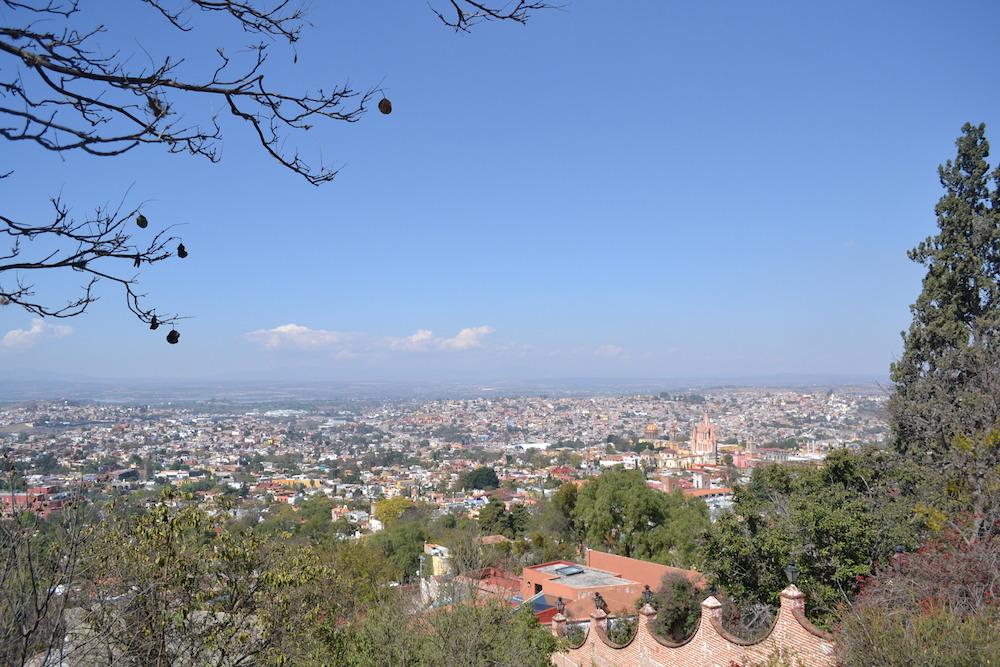 メキシコ・サンミゲルの展望台からの眺め(教会)の写真