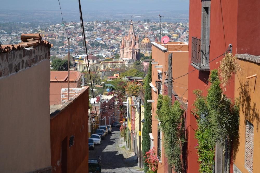 メキシコ・サンミゲルの町並み(坂道)の写真