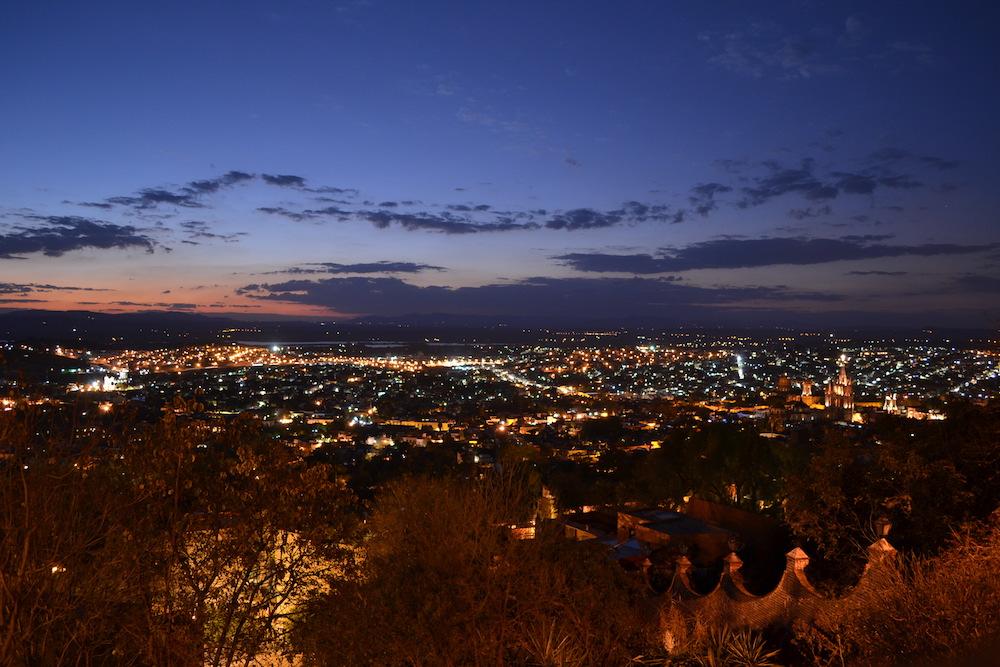 メキシコ・サンミゲルの展望台からの夜景の写真