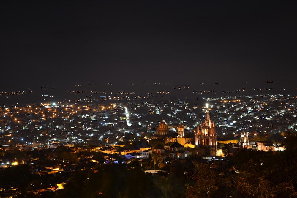 メキシコ・サンミゲルの展望台からの夜景(教会)の写真
