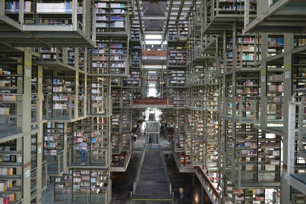 メキシコシティの図書館中階正面の写真