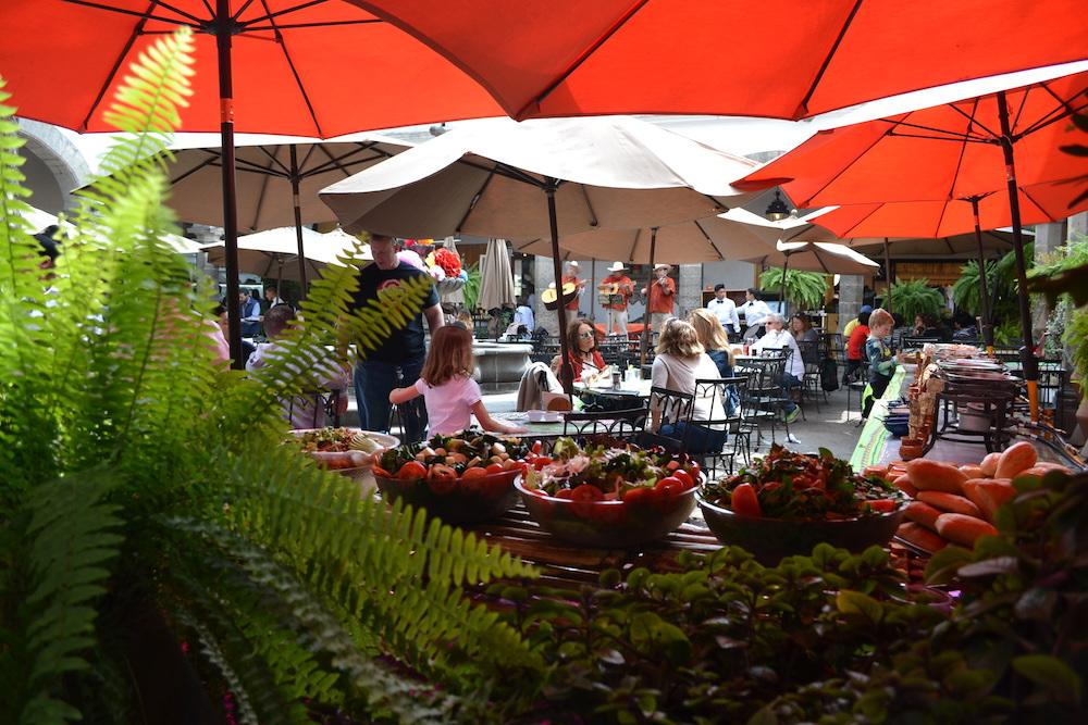 メキシコシティの土曜市(食堂)の写真