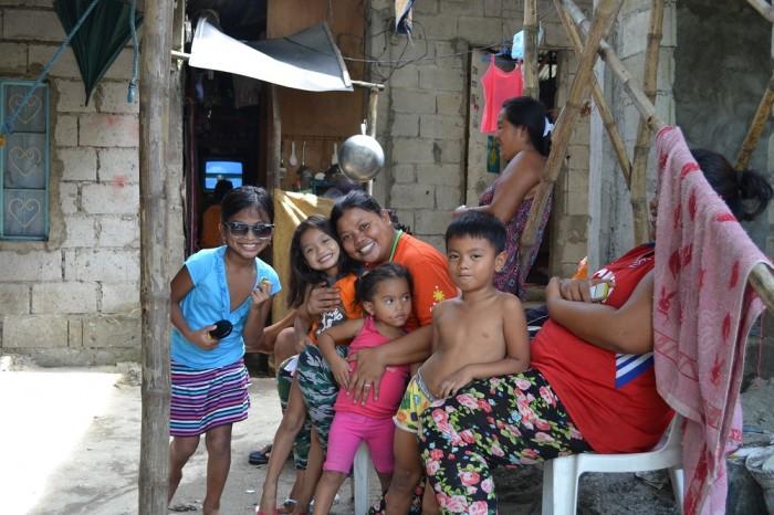 フィリピン人家族の写真