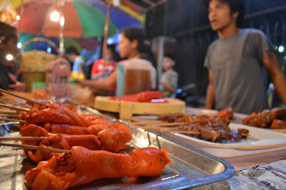 ビールのおつまみにいいよ!フィリピン屋台のウゥロ(鶏の頭)!!