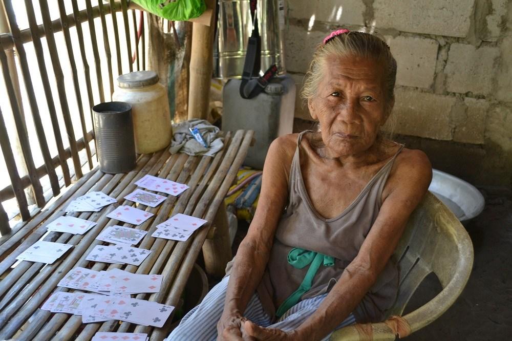 フィリピン人おばあちゃんの写真