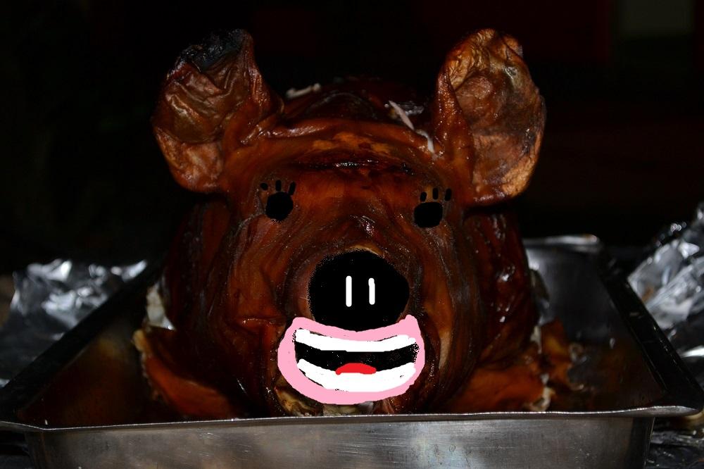 フィリピンのレチョン(豚の丸焼き)の修正前の写真は載せられません