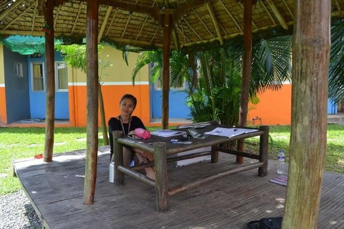 外で授業してる写真
