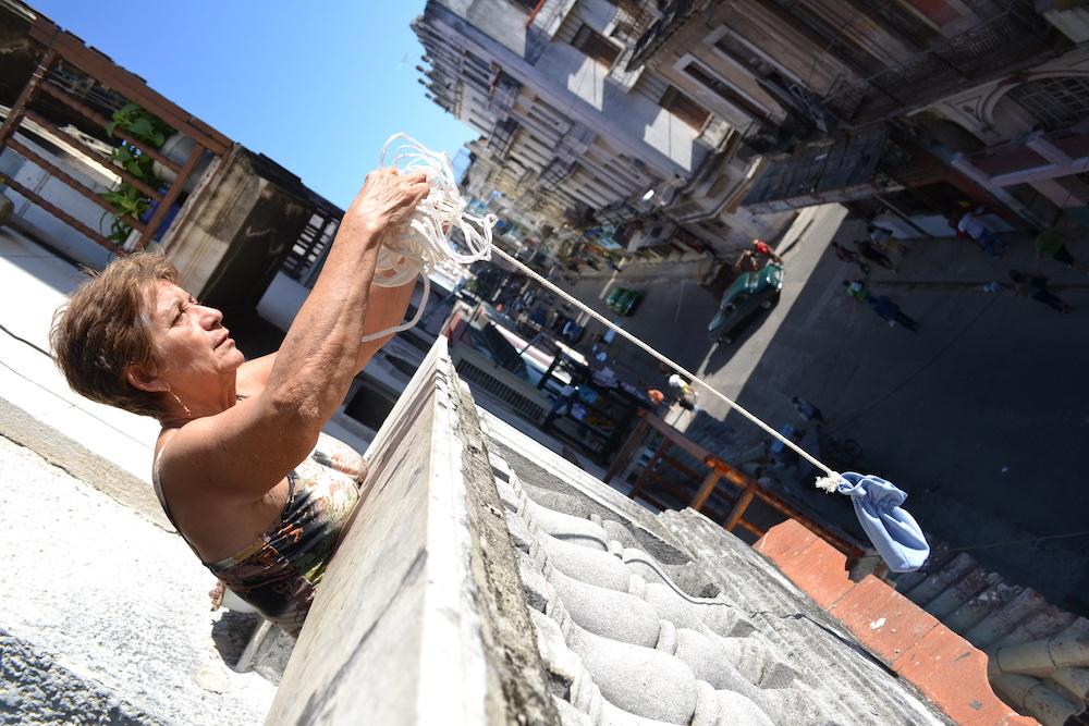 キューバ流のお買い物(3階から(笑))の写真