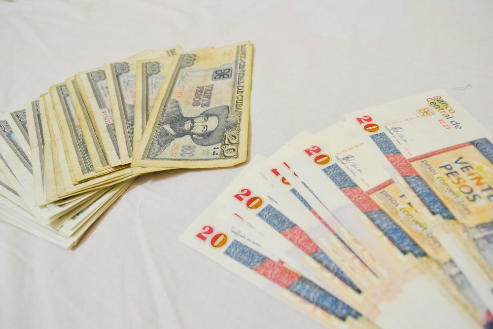 キューバの紙幣(2重通貨モネダ・クック)の写真