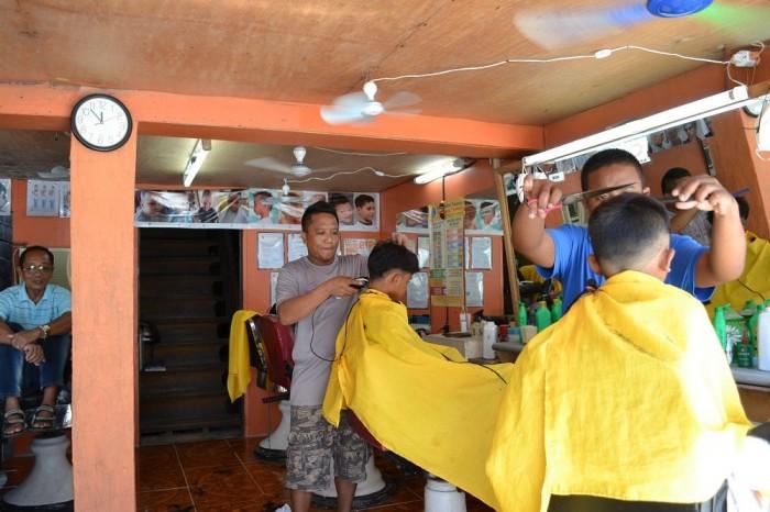 フィリピンの床屋の内装の写真