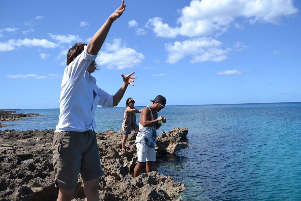 キューバ・トリニダーの民宿のオーナーレオさんと釣りしてる写真2