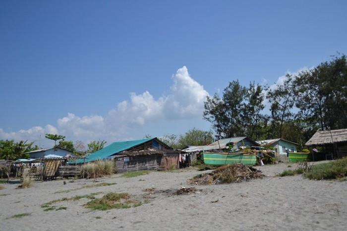ビーチ沿いにある家の写真
