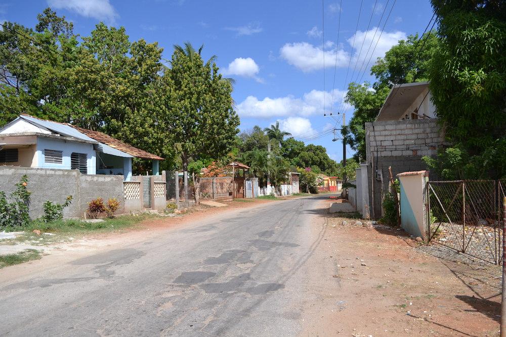 キューバ・トリニダーの郊外(海側の町並み)の写真