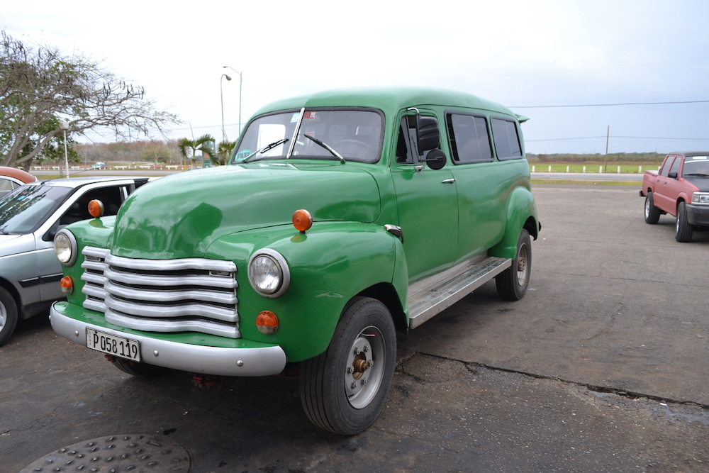 キューバのクラシックカータクシー(大型)の写真