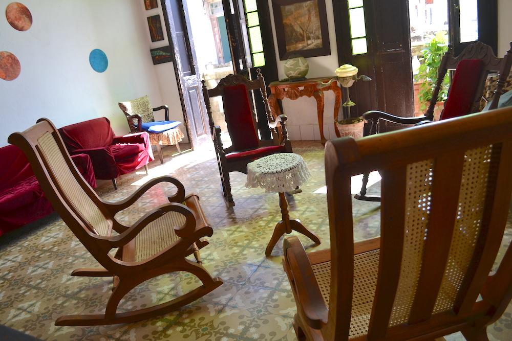 キューバの揺れる椅子の写真