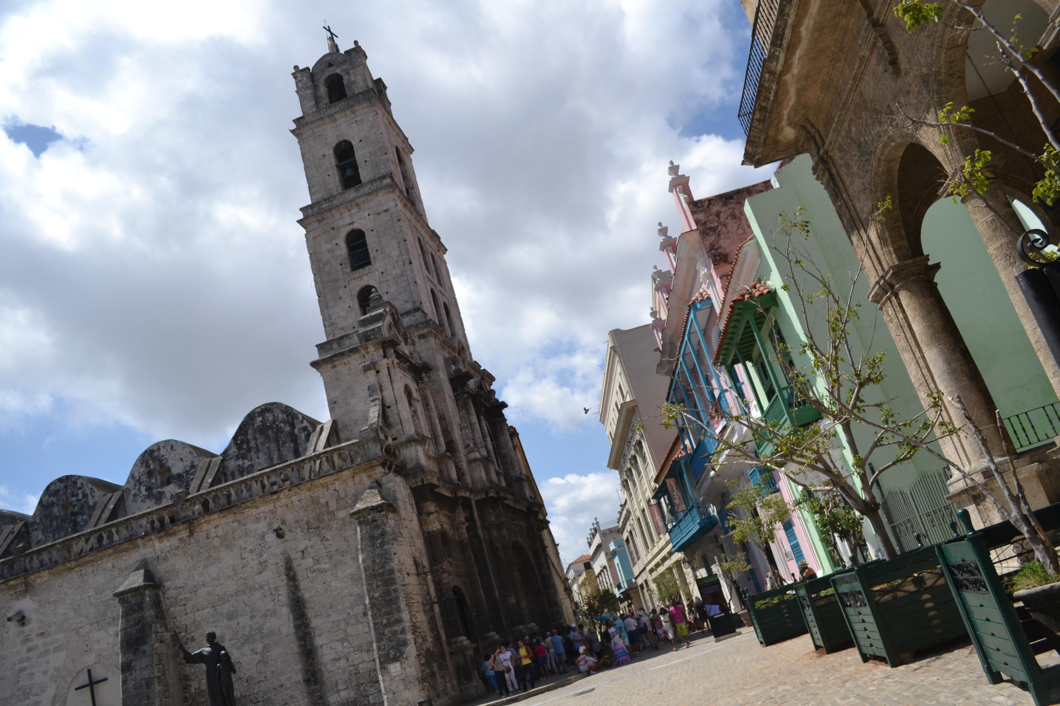 キューバ・ハバナの観光地区の教会2の写真