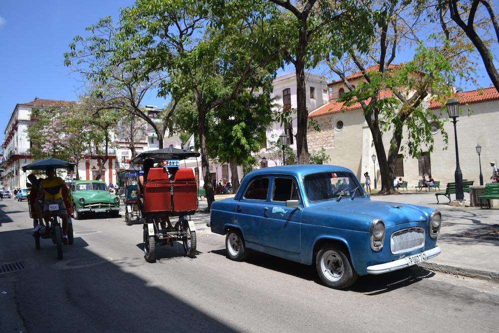 キューバのクラシックカー(ソ連車)の写真