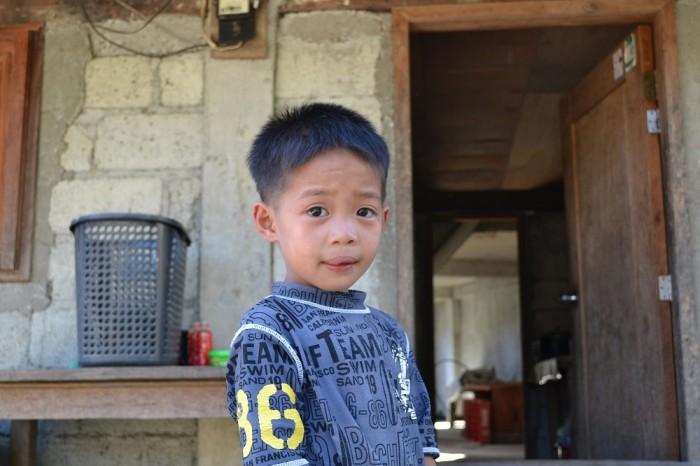 ポイタン村の少年の写真