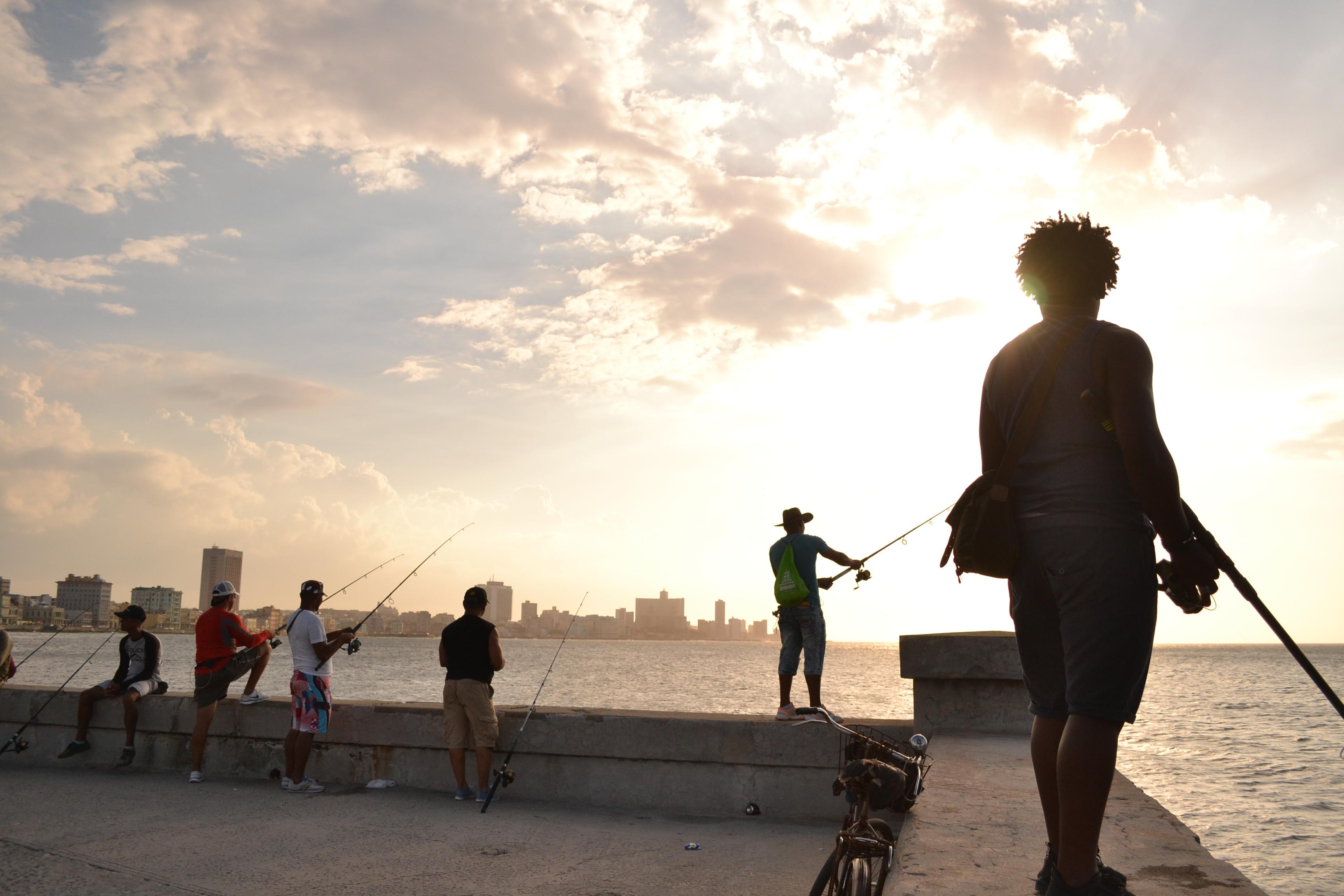 キューバ・ハバナの釣り人の写真
