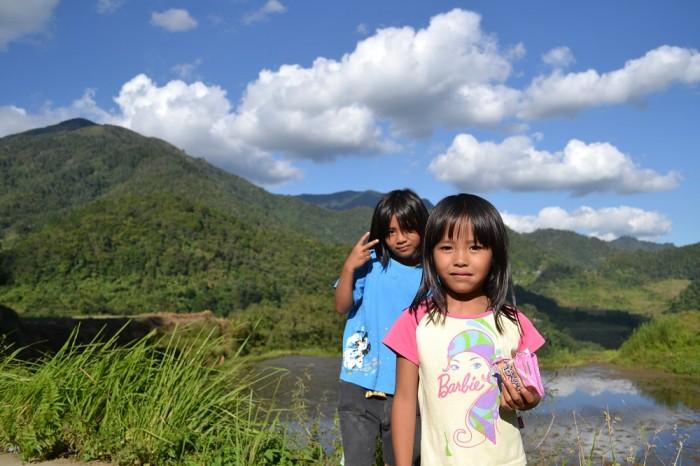 タムアン村の少女たちの写真