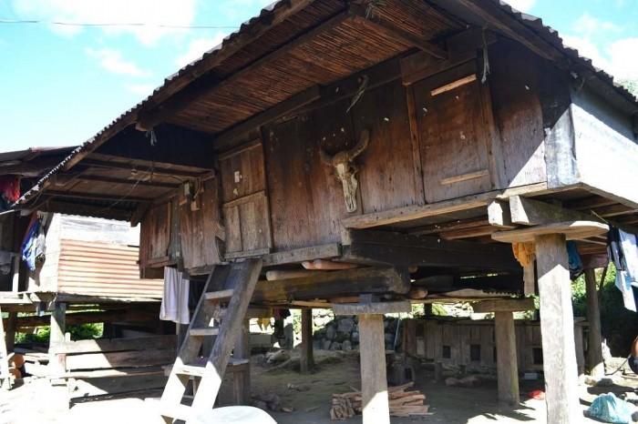 バナウェの高床式の家